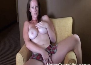 Curvaceous amateur gal plays with her cunt in a hotel room