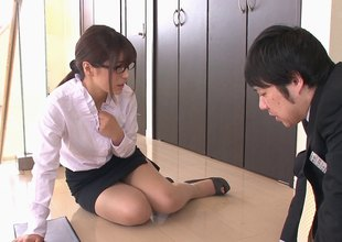 Secretary uses her pussy and mouth to relax her stressed out boss