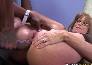 Sexy cougar Darla Crane gets anal from big darksome penis