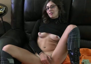 Amateur foureyed chick sucking massive fat ass cock at the casting