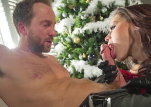Guy's super sexy wife gives him some pussy under the Christmas tree