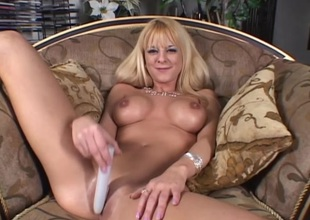 Hawt porn playgirl Sandy Simmers plays pussy with huge sex toy in masturbation