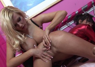 Michelle Thorne, Kit Lee and Kat Lee in an astonishing lesbian clip