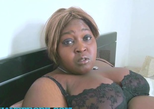Fatou BBW black en mini gang-bang interracial