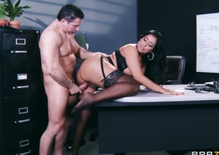 John Meaty has a great time fucking Latina Kiara Mia with bubbly ass