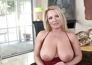 Blonde Milf Knows How to Engulf