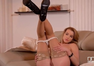 Tan stockings hottie Victoria Daniels masturbates