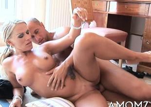 Juicy mature honey welcomes cock to enter her pink twat